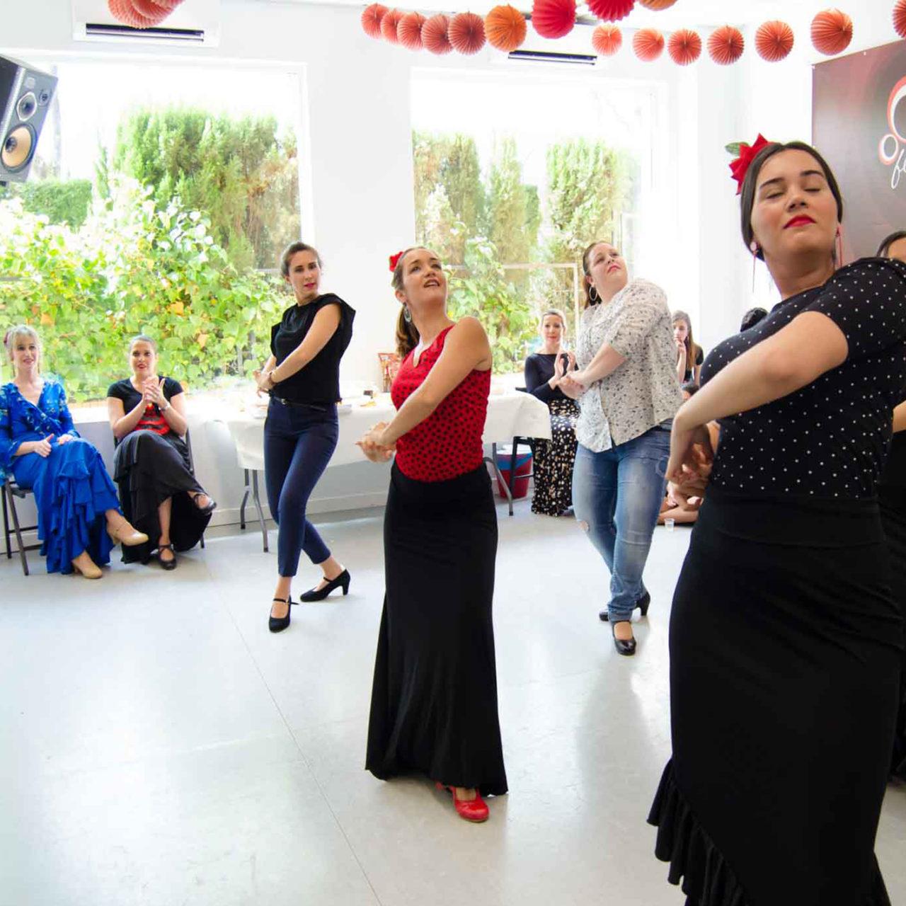 Her yaşta dans edebilir, farklı danslar öğrenebilirsiniz. Hele ki bir ezgi duyduğunuzda ayaklarınız hemen tempo tutuyorsa.