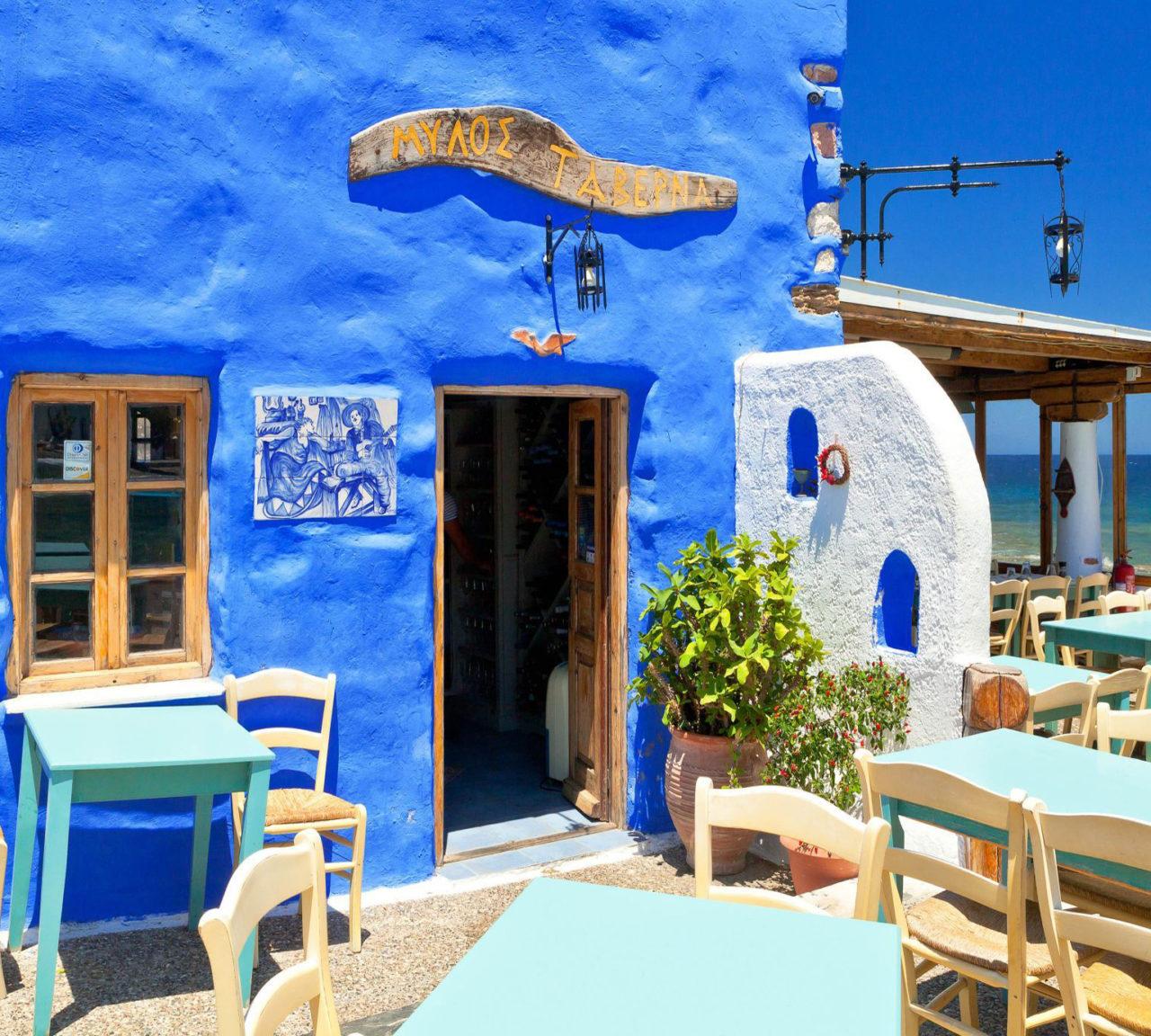 Leros'daki tavernalarda, zengin kahvaltılar, Ege mutfağının eşsiz lezzetleri ve eşsiz deniz ürünleri sunuluyor.