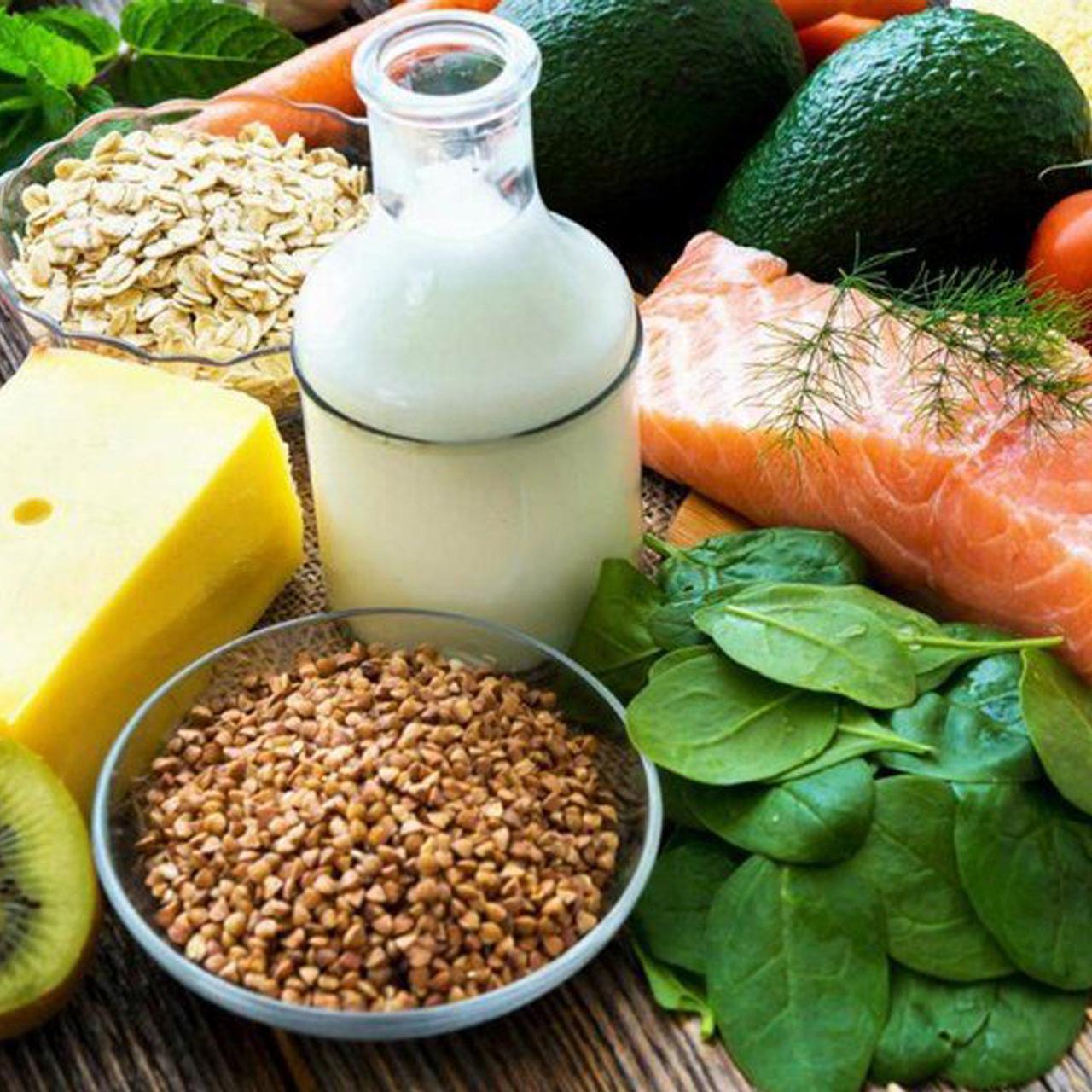 Bağışıklık sistemini güçlendirmek için dengeli beslenmek; et, meyve, sebze ve bakliyat tüketmeye dikkat etmek gerekli.