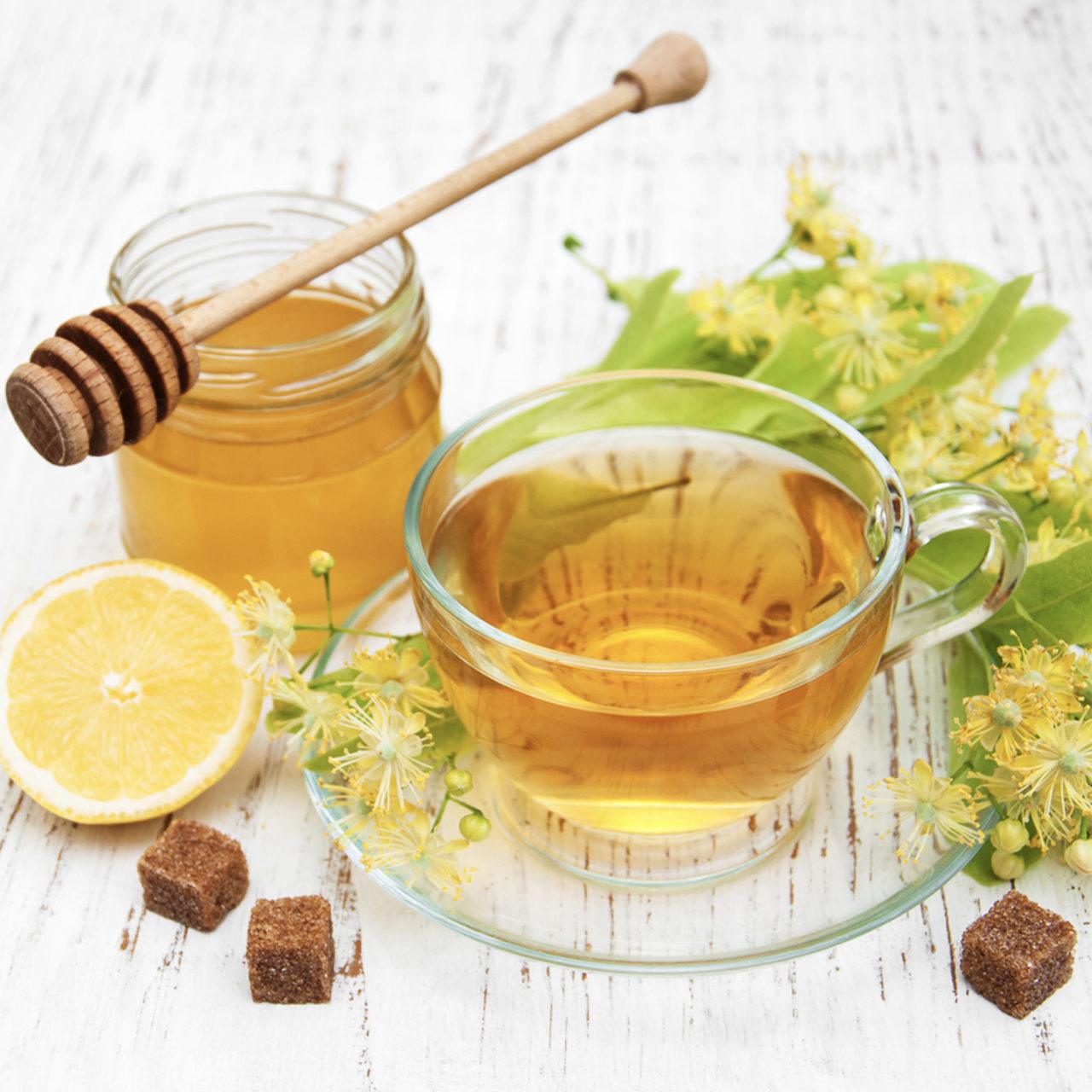 Bu dönemde bol sıvı tüketmek, düzenli beslenmek kadar önemli. Bol bol su içmenin yanı sıra bitki çayları da tüketilmeli.