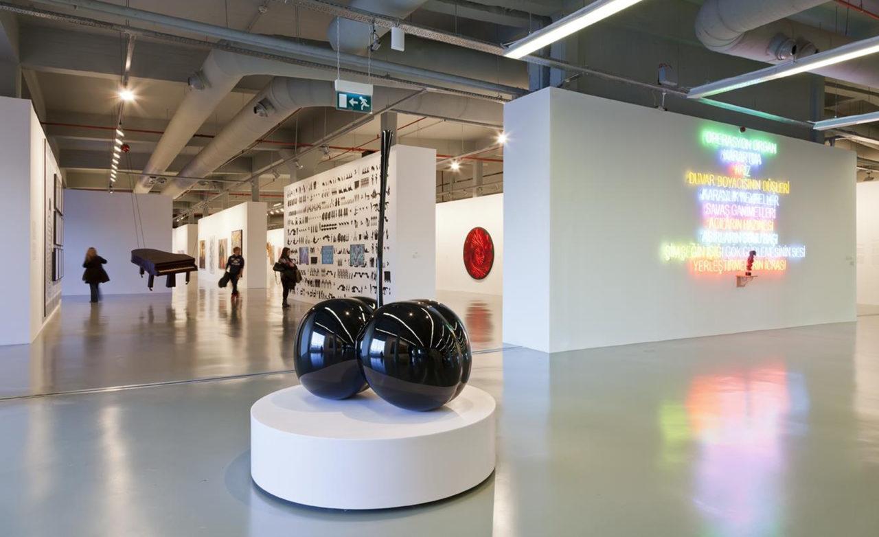 Çağdaş sanat müzelerinin ülkemizdeki ilk örneği İstanbul Modern, üç yıllığına İstiklal Caddesine taşındı.
