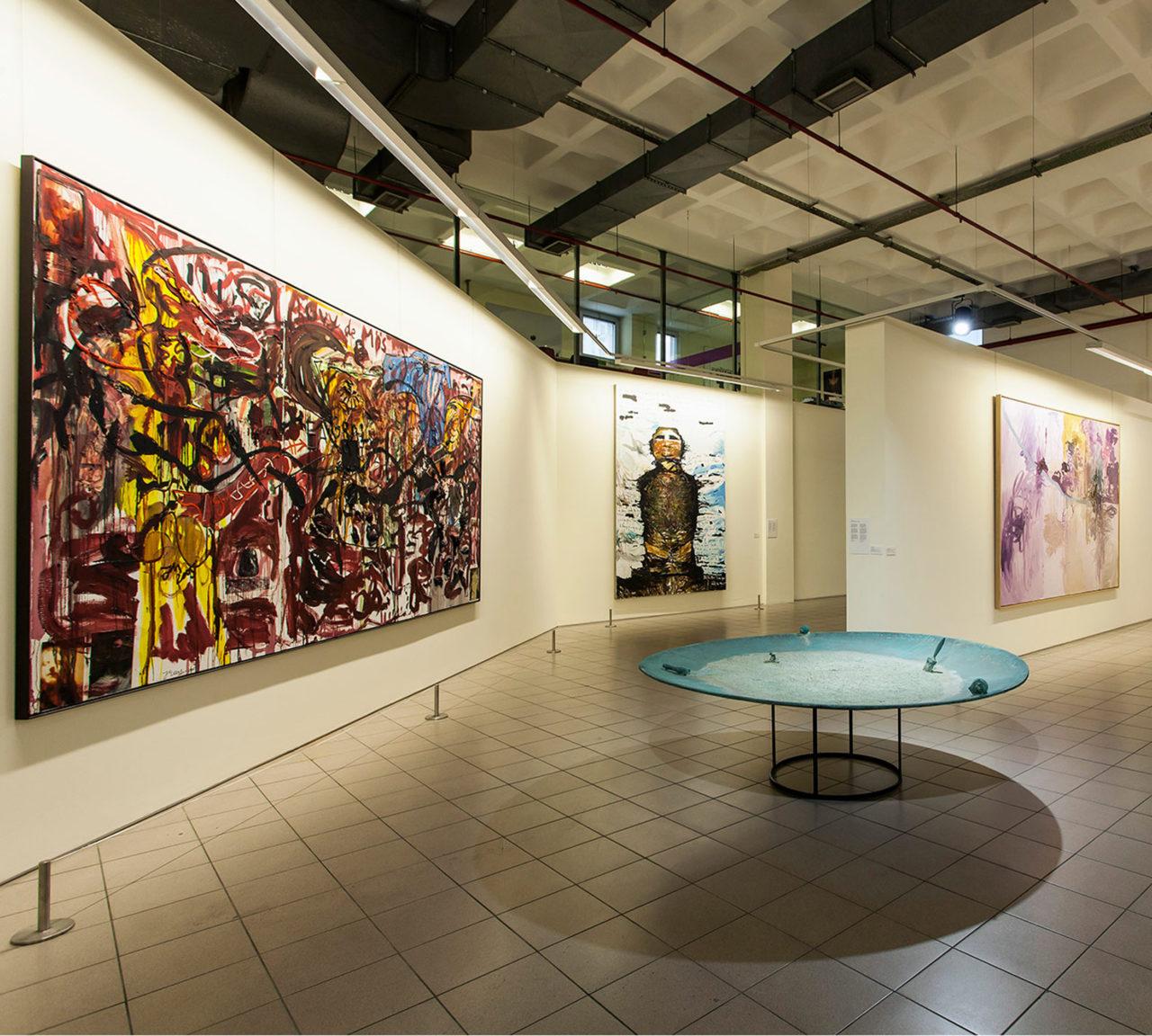 Elgiz Çağdaş Sanat Müzesi'nde dinamik bir yapı ve geleceğe dönük bir bakış açısıyla genç sanatçılara özel destek veriliyor.