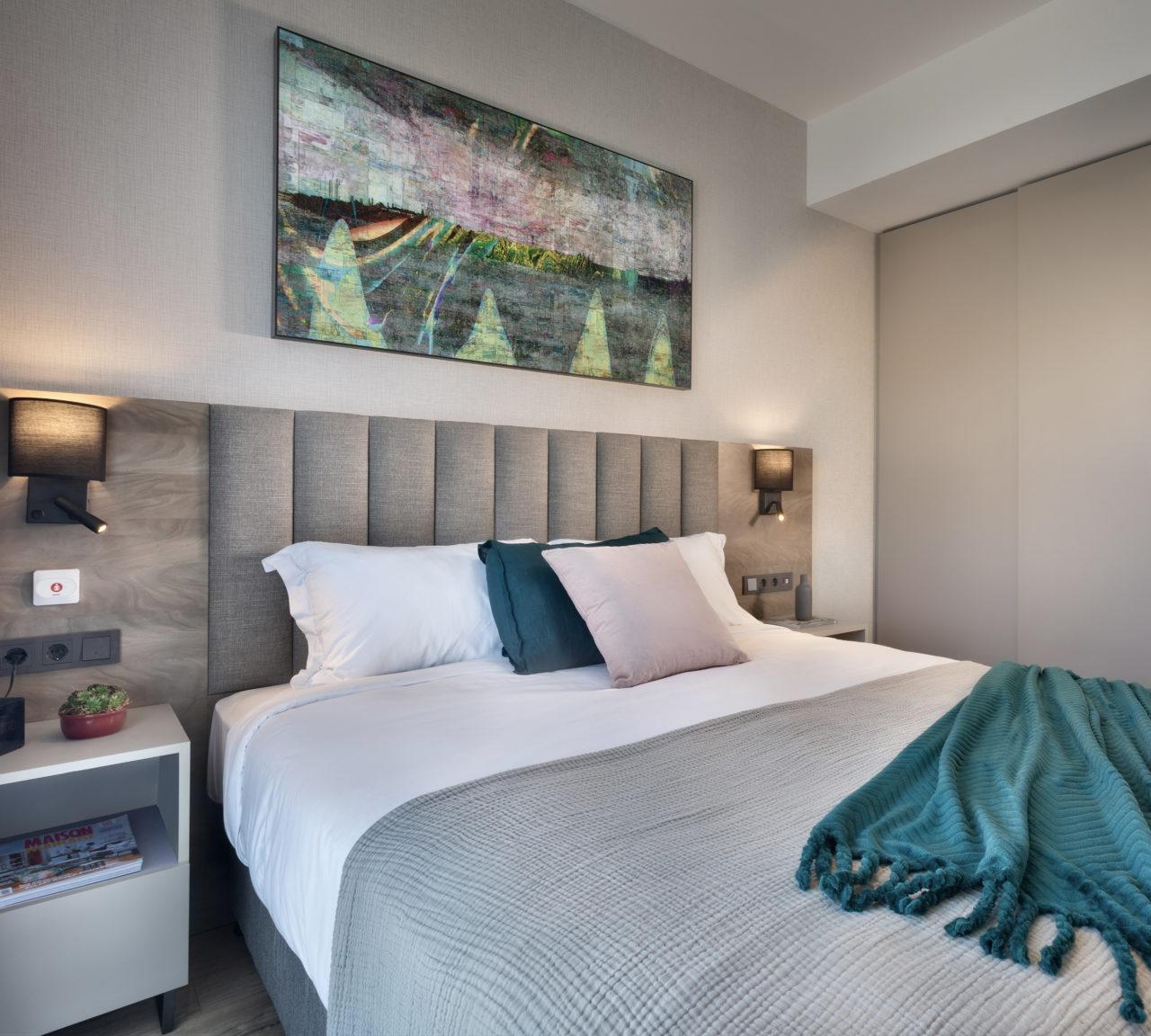 Yatak başlarındaki butonla dairenin tüm enerjisi kesiliyor ve üyelere kaliteli bir uykunun keyfini sürmek kalıyor.